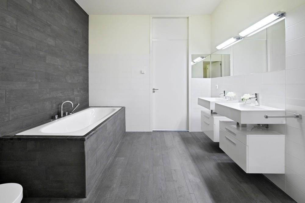 https://www.bbf.be/wp-content/uploads/2019/04/New-Amsterdam-Amsterdam-Bathroom.jpg