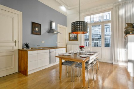 spacious fully equipped kitchen with dining table
