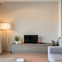 spacious studio apartment with cable television near brussels international airport