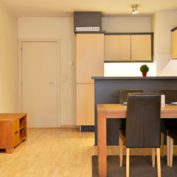 dining room with fully equipped kitchen in serviced bbf apartment in etterbeek