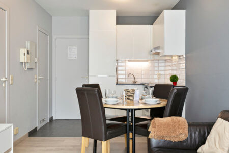 serviced one bedroom apartment with fully equipped kitchen in european quarter