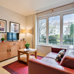 bright living room with cable television walking distance to the european commission