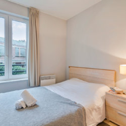 Double bed in serviced one bedroom apartment near place jourdan linens and cleaning included