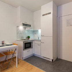studio with fully equipped kitchen next to the european commission
