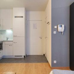 spacious studio apartment next to the european commission