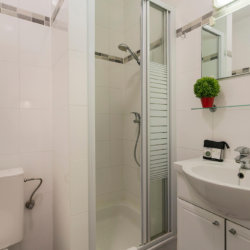 bathroom with shower and clean linens in serviced studio