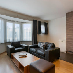 spacious living room with fully equipped kitchen next to european commission