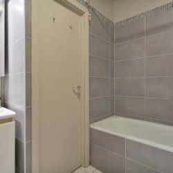 bathroom with bathtub with linens and cleaning included