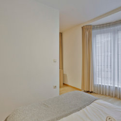 double bed in bbf furnished apartment in european quarter
