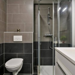 bathroom in serviced one bedroom apartment in west Brussels