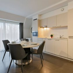 fully equipped kitchen in serviced apartment in west brussels with dining table and washing machine
